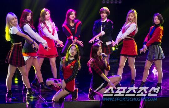 MBC標準FM「女性時代」に出演中のTWICE